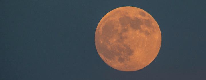 Orange-moon_peggy-sue-zinn-unsplash.jpeg